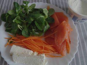 Wraps à la truite fumée, mâche et carotte au yaourt Grec