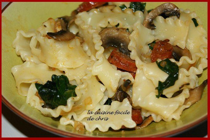 Pâtes aux champignons et épinards frais, chorizo