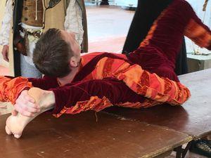 30° anniversaire des Pennons de Lyon : contorsionniste impressionnant