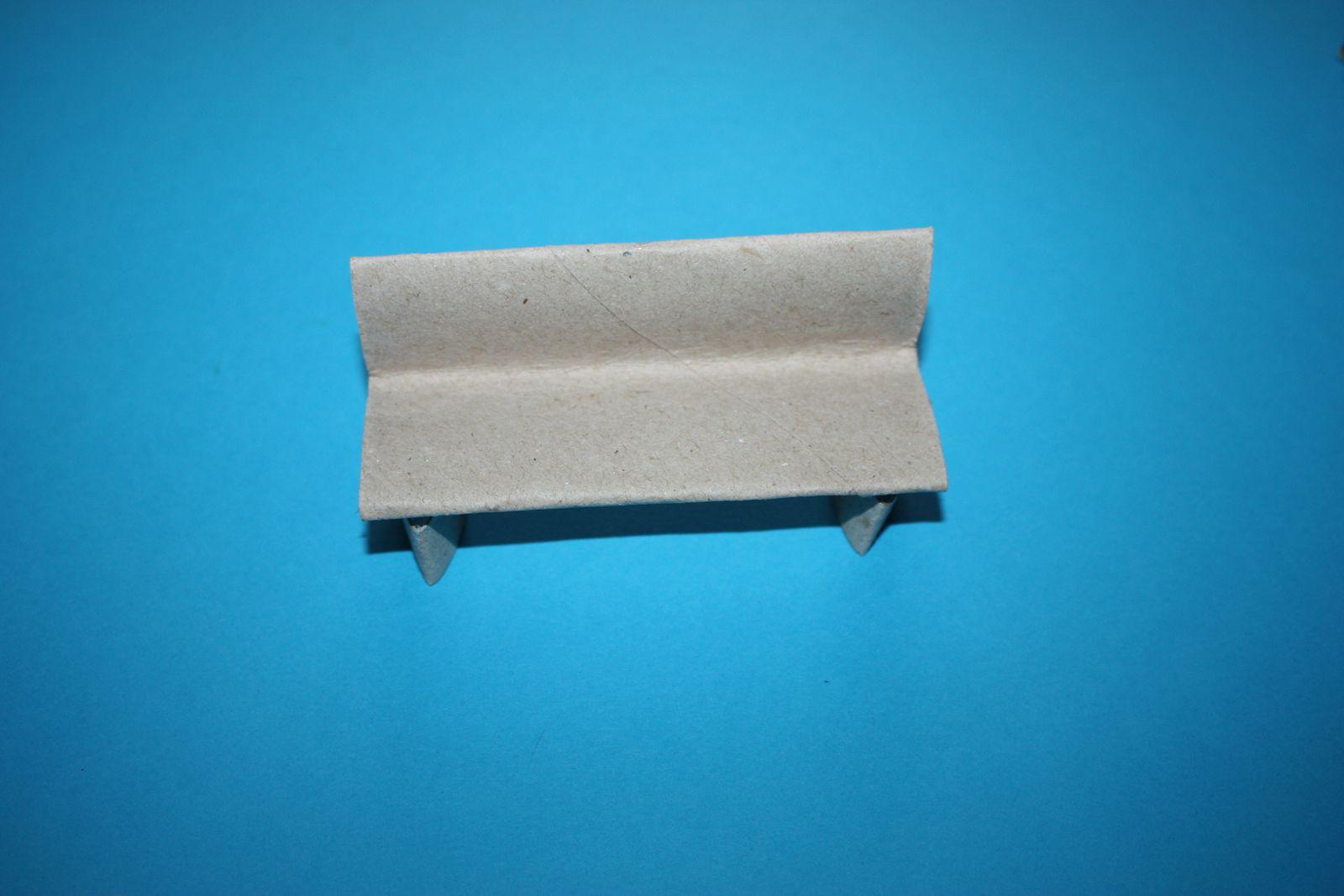 Meubles miniatures en rouleau de papier toilette