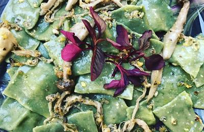 Ravioli d'épinards à la ricotta et son pesto de pistaches et gros thym antillais