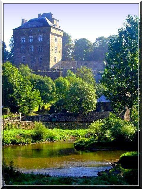 Diaporama du château et des 2 maisons fortes de Montrozier