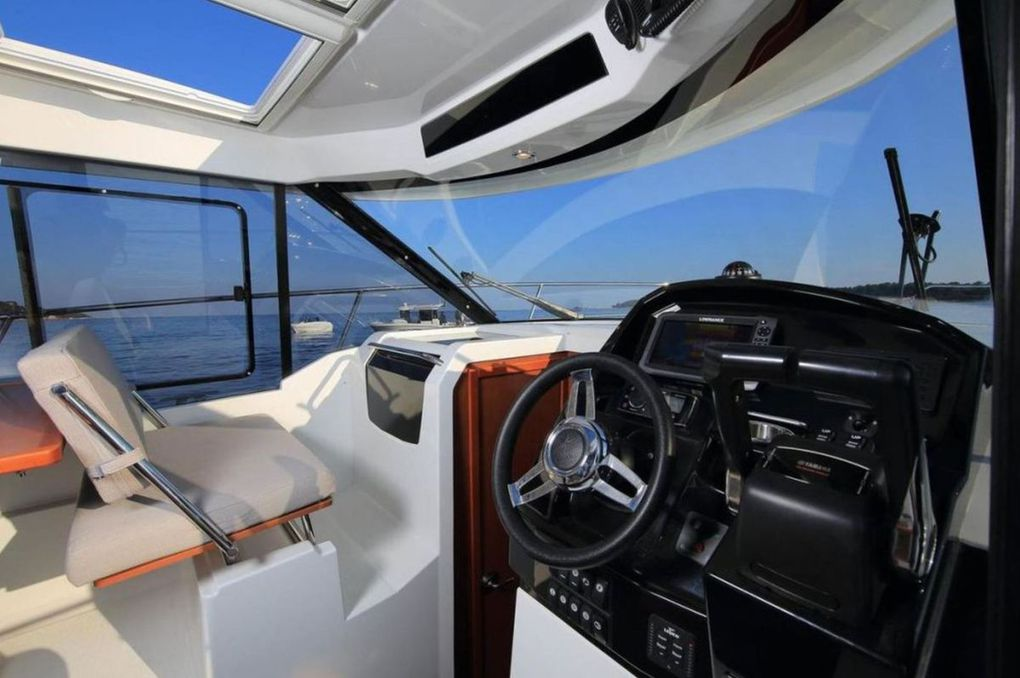 Jeanneau Merry Fisher 895, the Weekend Boat of Families