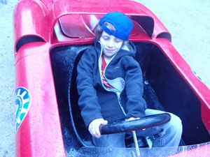 Tour en mini Ferrari spectacle professeur fou atelier éprouvettes