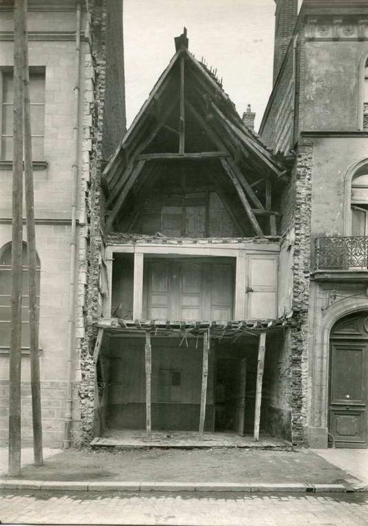 86 rue Saint-Aubert, 1926. On voit que l'alignement va modifier l'agencement intérieur des pièces. (premier étage). Cette maison a gagné en hauteur - 86 rue Saint-Aubert, 1927 - La maison telle qu'elle est aujourd'hui (source : archives municipales)