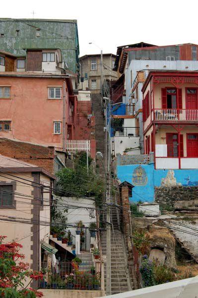 La ville, son port, ses ascensors, son musée à ciel ouvert, ses escaliers vertigineux, sa vie...