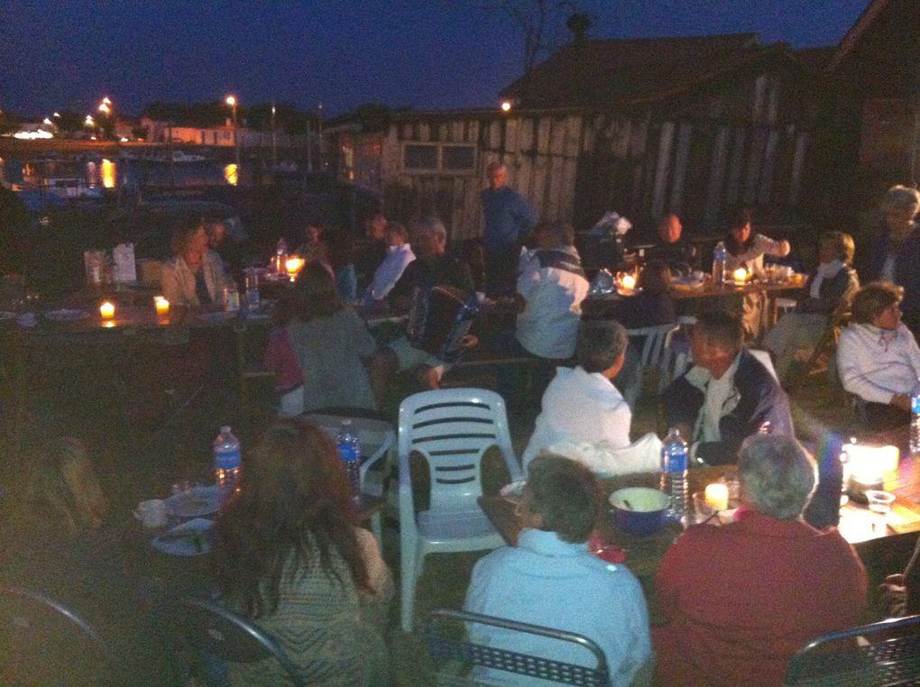 Repas de fin de saison à la cabane 65, sur le port de La Teste de Buch.