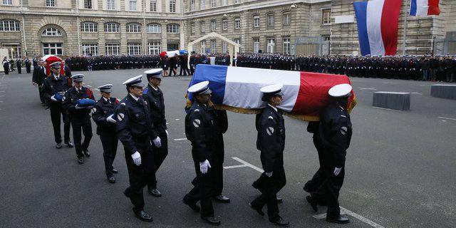 HOMMAGE simple à ces hommes et Femme morts pour notre liberté ces images doivent resté à jamais dans nos mémoires