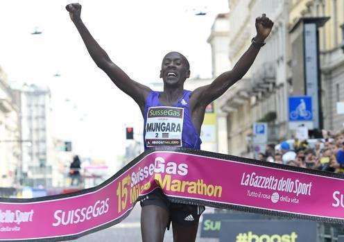Suissegas Milano Marathon 2015 (15^ ed.). Una maratona dei record quanto a numero di partecipanti. Tripletta kenyana: la vittoria al 41enne Mungara con primato del mondo M40