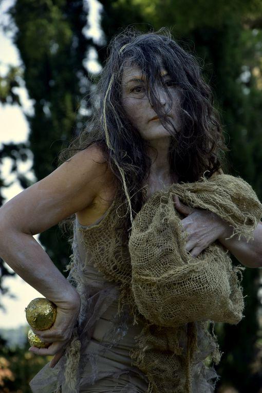 D'Ors, d'os, de boue © Mā Thévenin Installation et performance - Photos Marijo Marchand