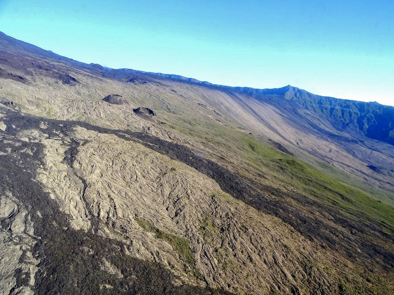 Piton de La Fournaise - the eastern flank on 08.12.2020 - photo OVPF