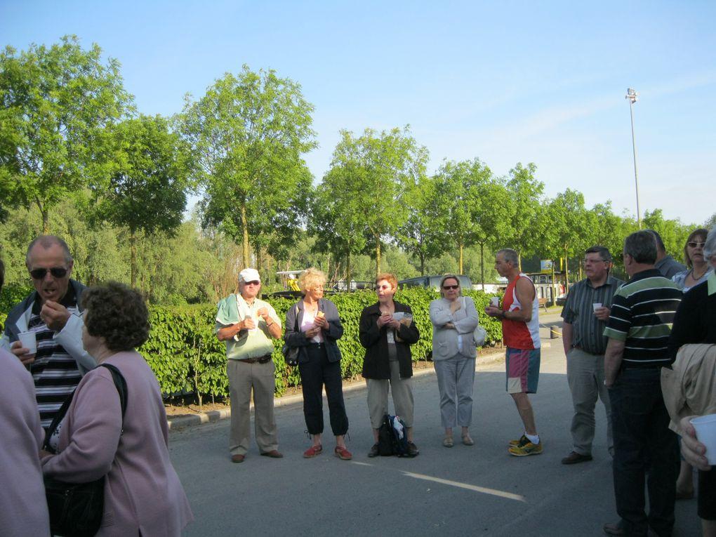 Samedi 02 juin,l'association organisait une sortie à Bruges.Départ à 7h30 pour arriver sur le parking des bus à 9h00. Café, chocolat,petits pains au chocolat et croissants furent offerts avant de rejoindre les calèches pour une promenade en vil