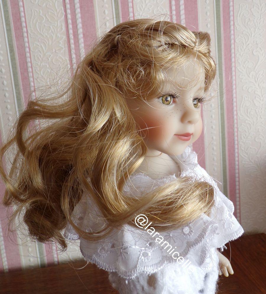 tuto gratuit  poupée  : tunique  à empiècement broderie anglaise