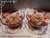 Pudding de skyr au granola & fraises