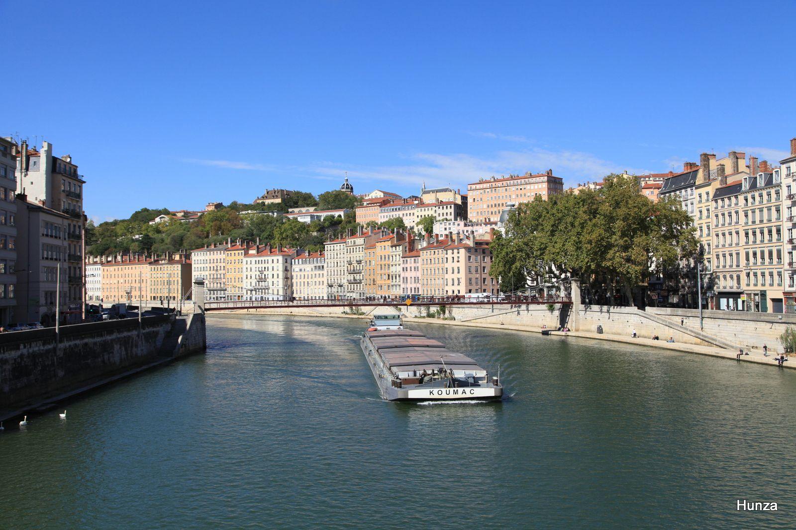 Depuis le pont La Feuillée : la Saône, la passerelle Saint-Vincent et la colline de Croix Rousse