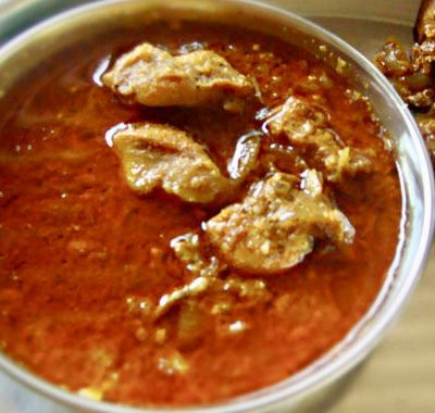 Maharashtrian kombdi rassa (chicken curry )