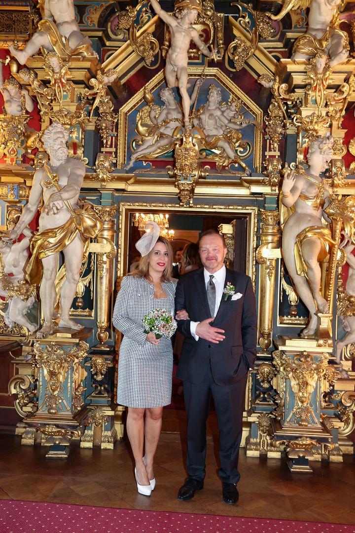 Il principe Alexander zu Schaumburg-Lippe sposa  Mahkameh Navabi