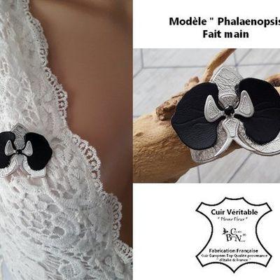"""broche orchidée - broche cuir """" Phalaenopsis """" broche mariage - boutonnière Marié - noir argent - bijou fleur cuir liège - fait main France"""
