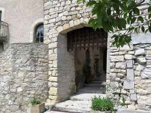 Une des portes recto-verso et la vue qui s'offre au visiteur