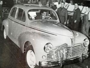 La 203 de 1949 - Sièges couchettes - La dernière 203 sortie des chaînes en 1960.
