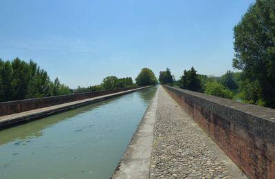 Le pont canal du Cacor à Moissac ainsi que la Vierge du Calvaire.