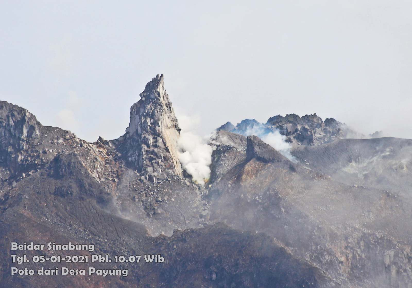 Sinabung - the dome from Payungle 05.01.2021 / 10:07 AM WIB - photo F. Surbakti / Beidar Sinabung