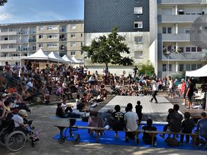 Un block party chez lui ... en place d'Écosse à Penhars