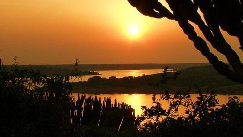 Coucher de soleil sur l'Ouganda, une oeuvre d'art de la nature Africaine.