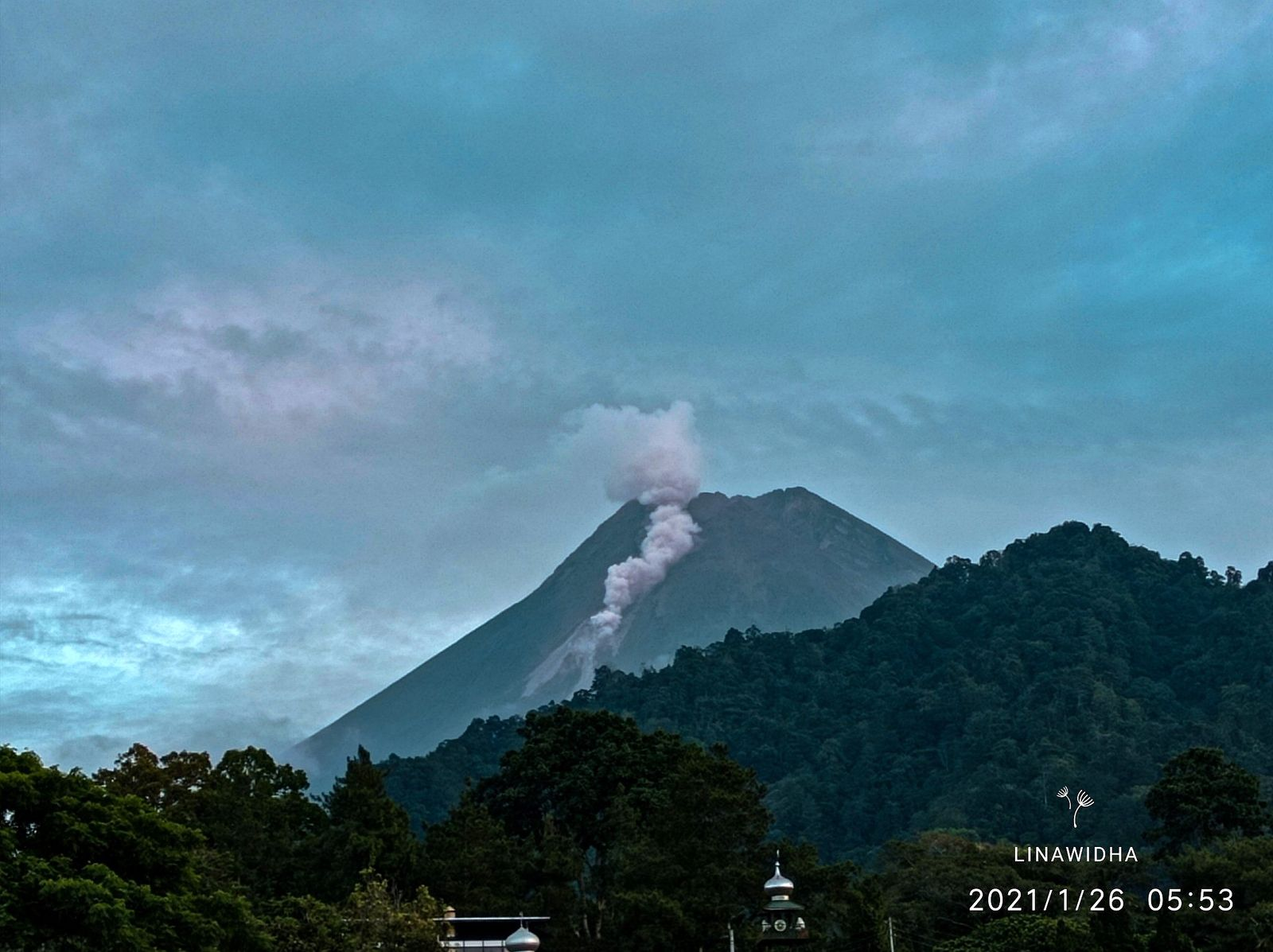 Merapi - 01.26.2021 / 05h53 WIB - photo linawidha / Twitter and in the morning - photo News.CN