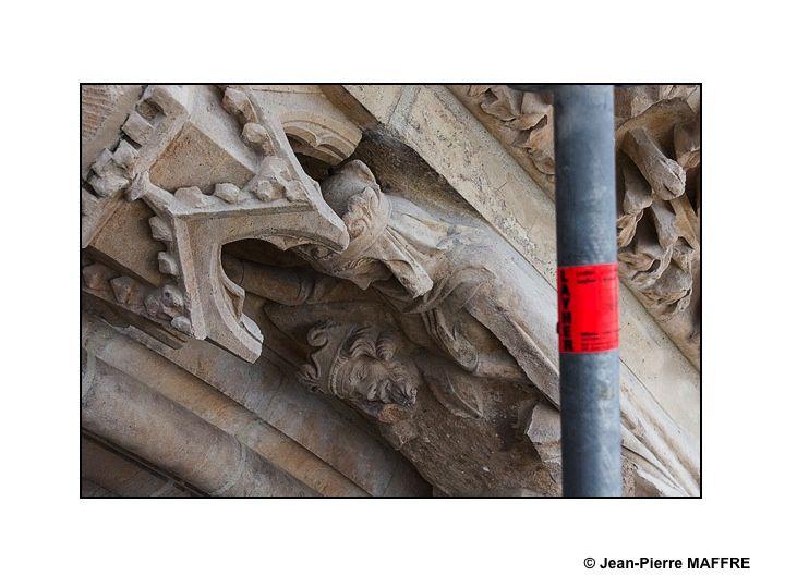 En dignes successeurs des bâtisseurs de cathédrales les Compagnons d'aujourd'hui perpétuent leur savoir faire dans le respect de la tradition architecturale.
