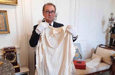 """Vente aux enchères consacrée à Napoléon : """"Certaines personnes sont prêtes à dépenser beaucoup d'argent pour avoir la chemise de l'Empereur ou les bas qu'il a portés"""""""