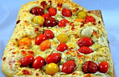 Focaccia aux fromages et tomates cerise