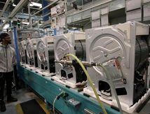 Amiens: avant la fermeture, Whirlpool propose un sèche-linge aux salariés en guise d'augmentation