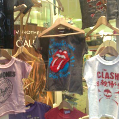 Où trouver des tongues Rolling Stones ?