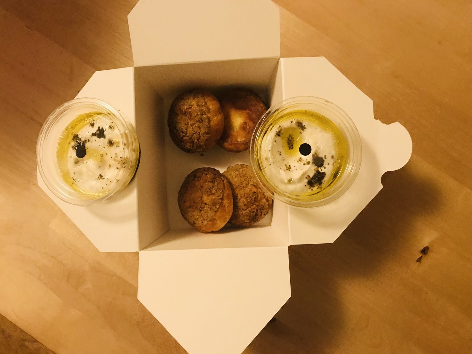 Gougères, craquelin au sumac, labneh au Zaatar Frenchie Rue du Nil restaurant Paris 3