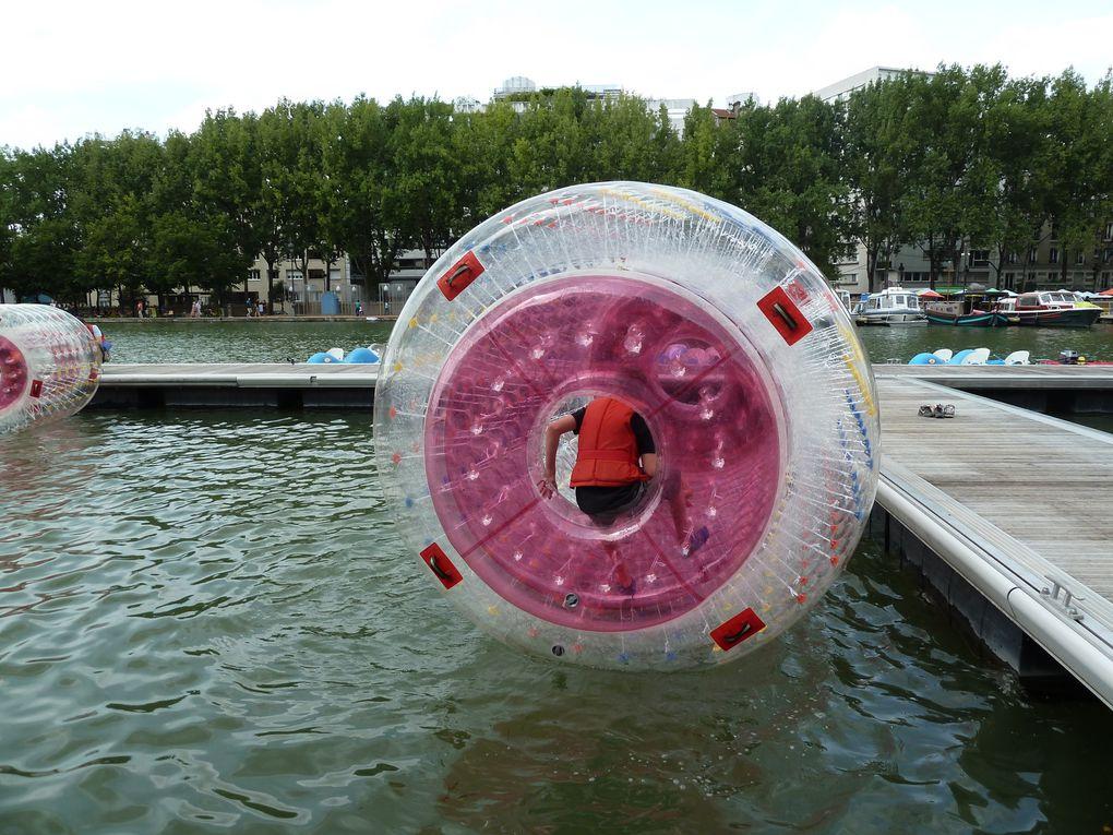 Côté Quai de la Loire, d'énormes boudins translucides dans lesquels des enfants jouaient au hamster...