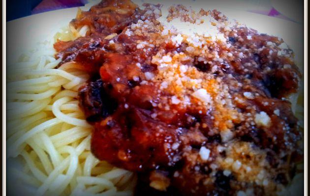 Espaguetis con champiñones tomate y queso