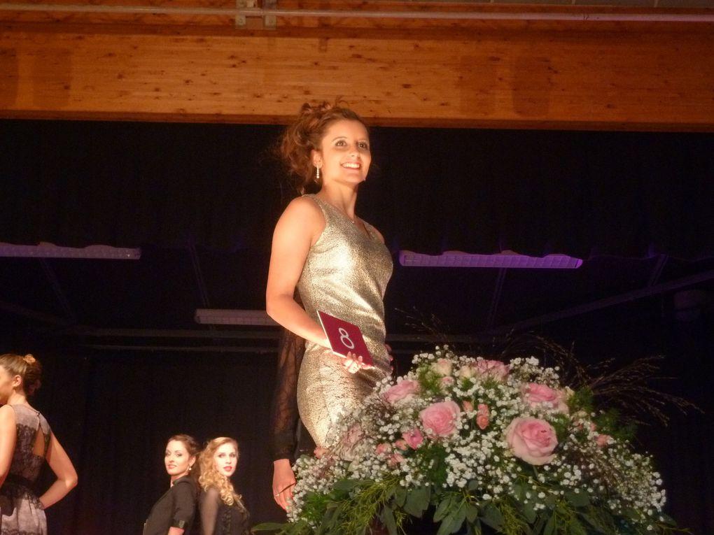 22 - Miss Saintes est.. Anne Caillaud - Les ouvriers du père Noël - Plongeurs en Charente