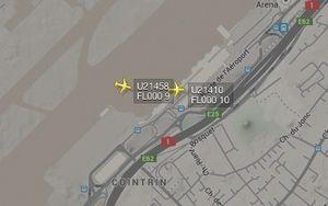 2 avions à suivre