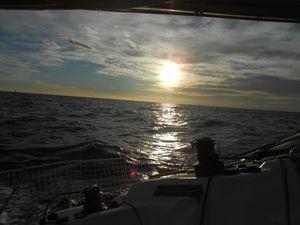 Le soleil se couche sur les calanques de notre pays...