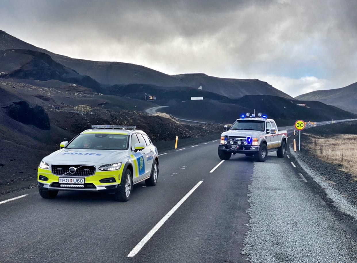 Police roadblock on the road to the eruptive site - Police du Suðurnes 12.09.2021