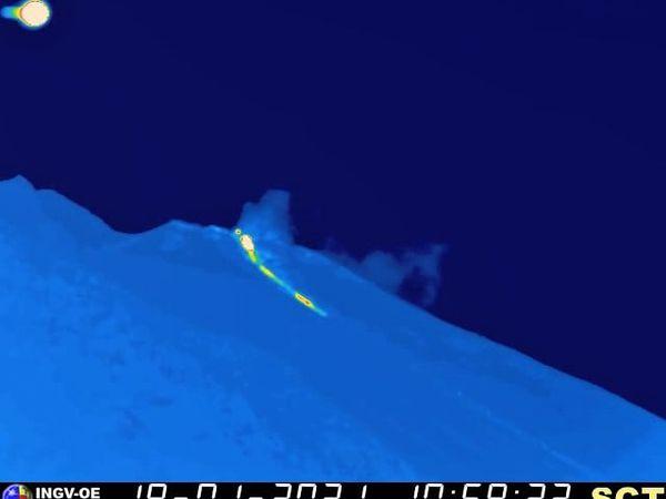 Stromboli - activité du 18.01.2021, respectivement à 10h59, 12h07 et 19h06 - webcam therm. INGV OE - un clic pour agrandir