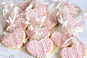 Comment décorer des biscuits avec un pochoir et de la glace royale