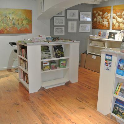 """Vernissage et inauguration à la librairie """"l'An Demain""""."""