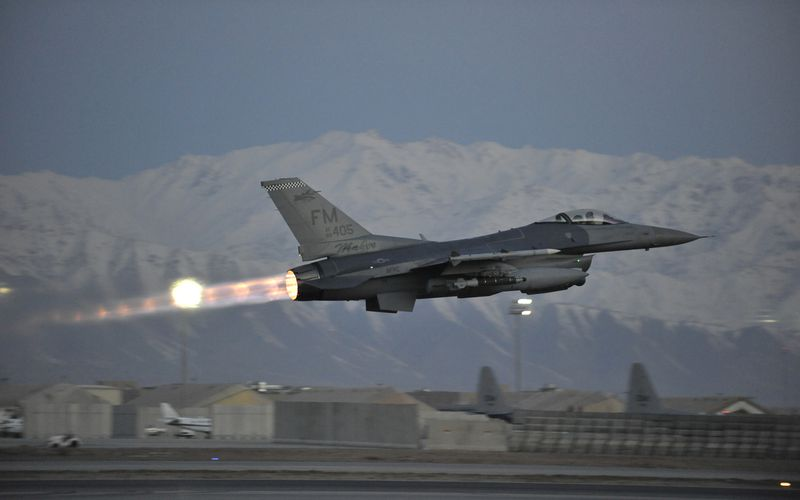 Un F-16 de l'US Air Force s'écrase pendant son décollage en Afghanistan
