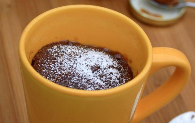 Mugcake au chocolat et coeur coulant au caramel beurre salée