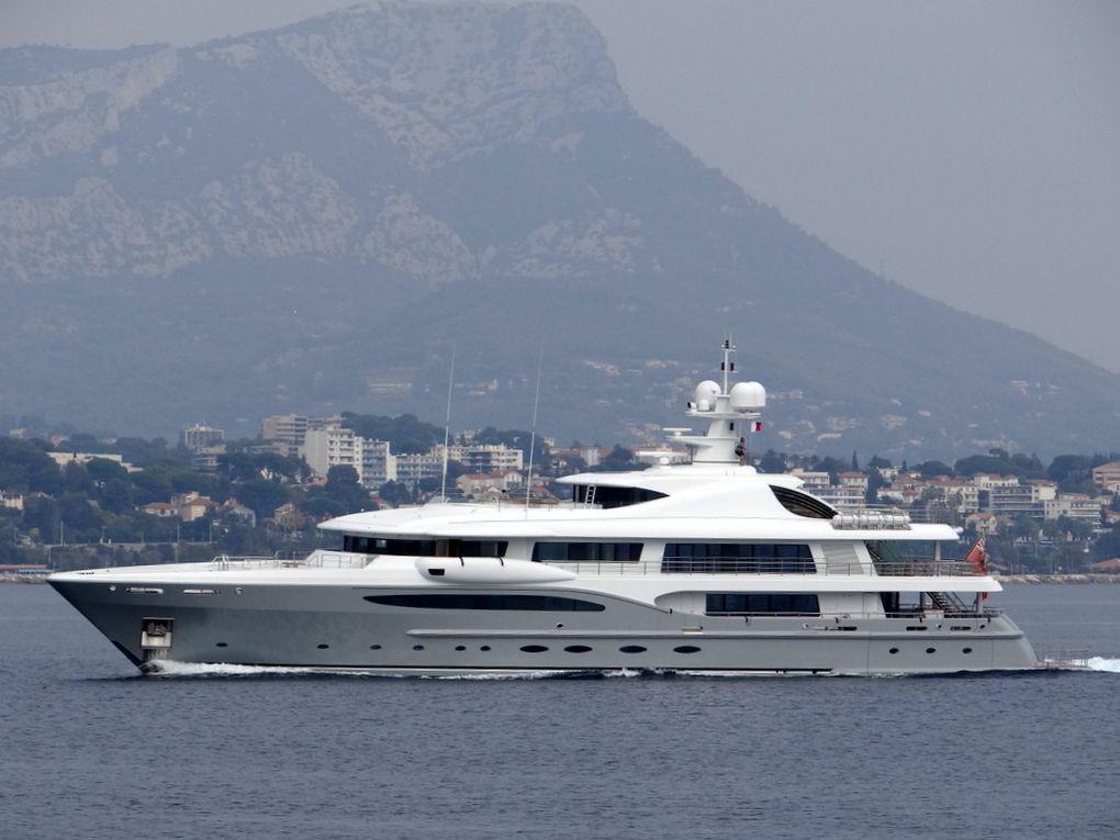 INFINITE SHADES , arrivant au port  de Toulon le 02 octobre 2017