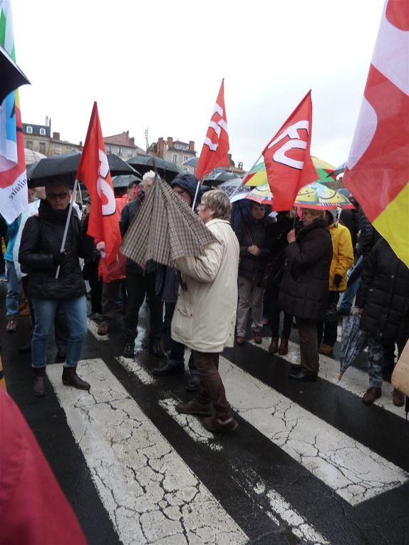500 retraités devant la préfecture rejoints par des personnels d'EHPAD
