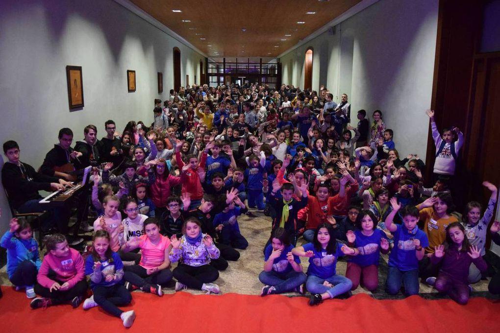Chavales de la catequesis participan en el encuentro VEM