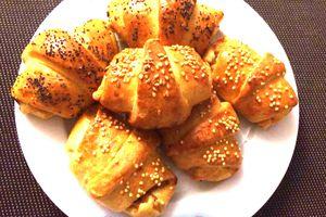 Croissants au thon et au fromage